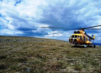 К плато Маньпупунёр на вертолете